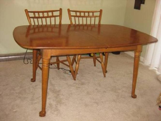 $40 Large dining table & 2 chairs **REDUCED** *MUST GO!!!!*