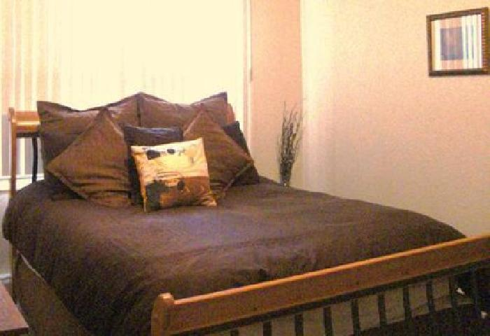 425 Queen Sleigh Bed Matching Armoire Keller For Sale In Fort Worth Texas Classified