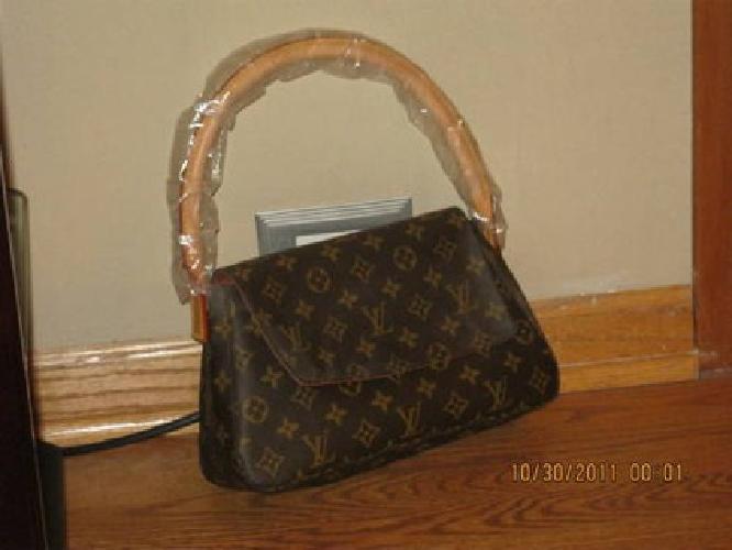 $450 Authentic Louis Vuitton Monogram Mini Looping Bag