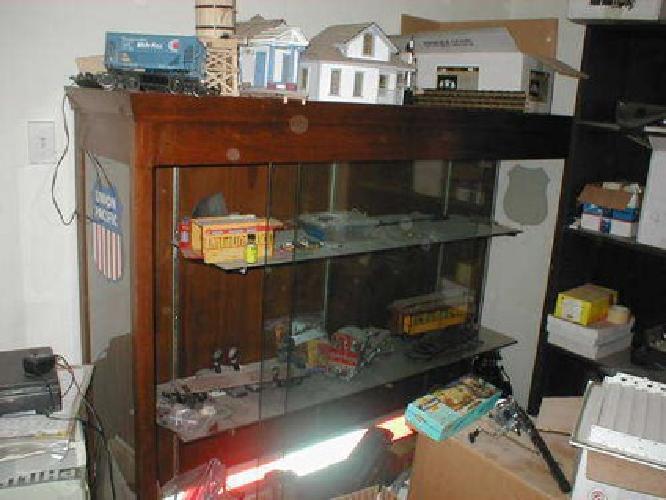 450 used display cabinet trophy case hobby case gun case or other for sale in fort worth. Black Bedroom Furniture Sets. Home Design Ideas