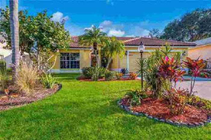 4524 Del Sol Blvd S Sarasota Two BR, Exceptional POOL home