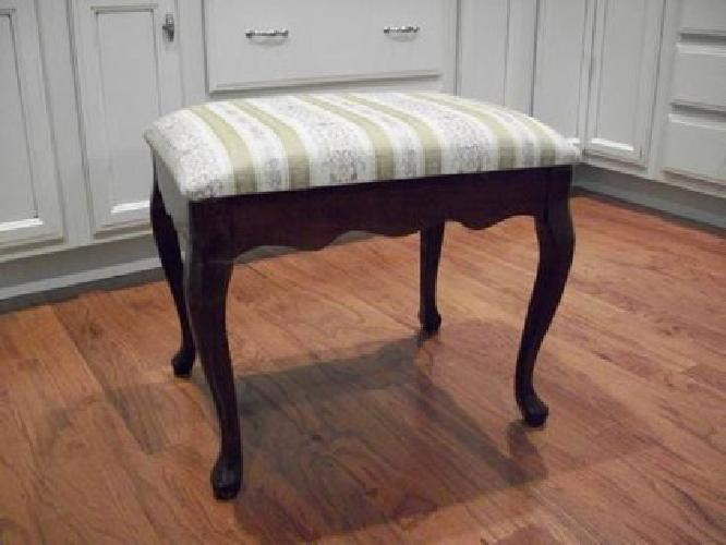 $45 Bombay Company Queen Anne Bench