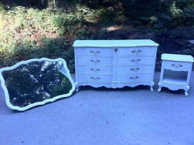 495 vintage french provincial shabby chic bassett bedroom - Shabby chic bedroom sets for sale ...