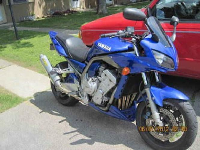 $4,300 2002 Yamaha FZ1 Lots of Accessories