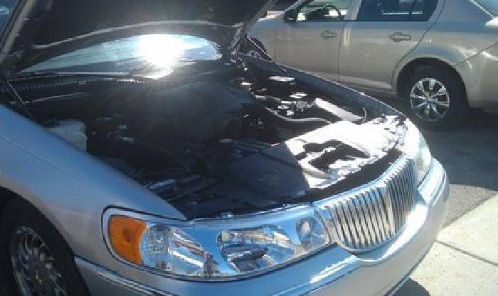 $4,500 2001 Lincoln Town Car