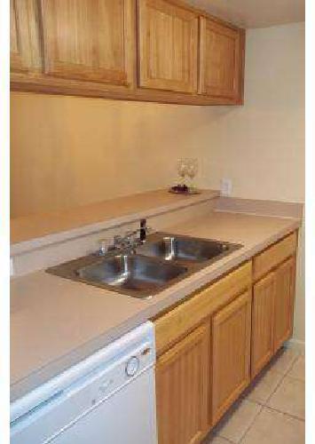 4 Beds - La Vista Oaks Apartments