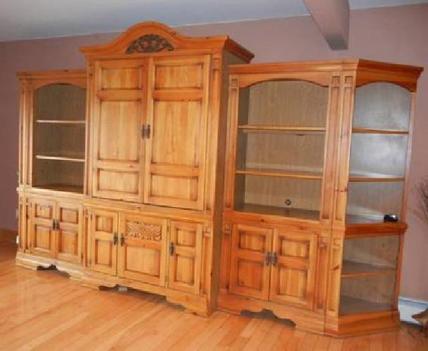 $500 5 PIECE BROYHILL ENTERTAINMENT UNIT With 36 Inch TV!