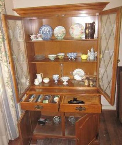 500 Ethan Allen Dining Room Hutch And Matching Table And Four Chairs For Sa