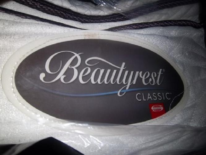 $500 OBO Simmons Beautyrest Queen Mattress and Split Boxspring Hardly Used