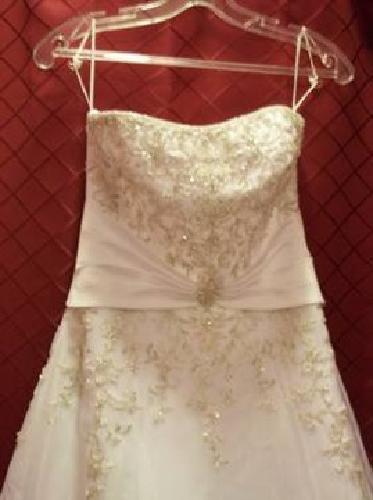 $500 wedding dress size 8 brand new.wedding was called off