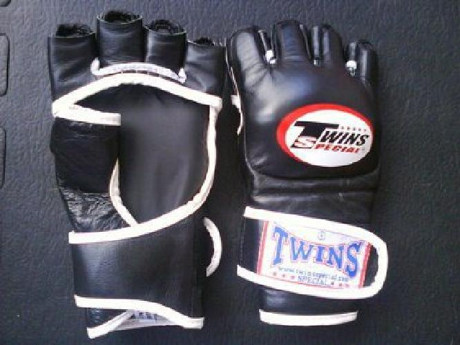 $55.99 OBO MMA Gloves Hand Made in Thailand (Twins MMA Boxing Gloves)