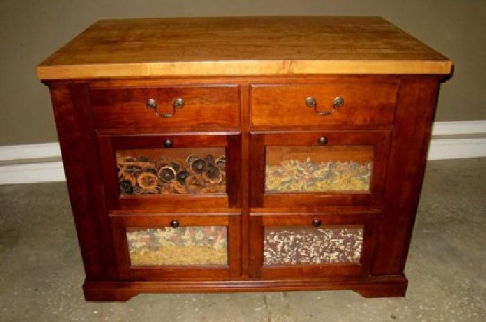 575 Obo Bob Timberlake Kitchen Island In Great Condition For Sale In Hickory North