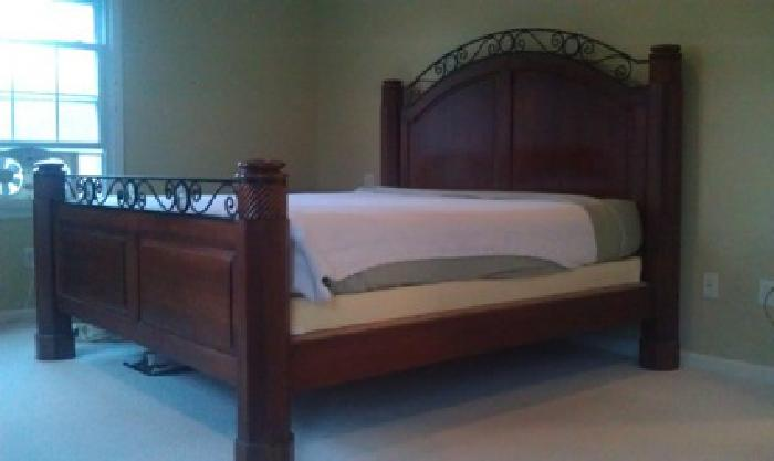 595 King Sized Bed For Sale In Brookfield Connecticut