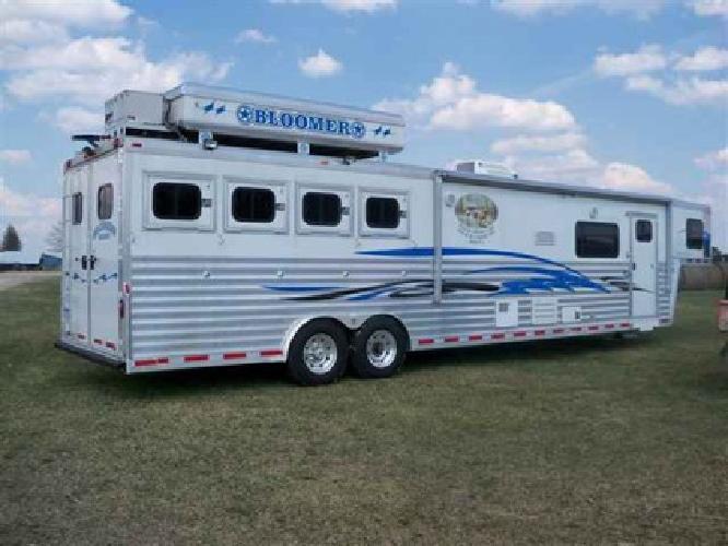 $59,500 2004 Bloomer Evolution 4 horses
