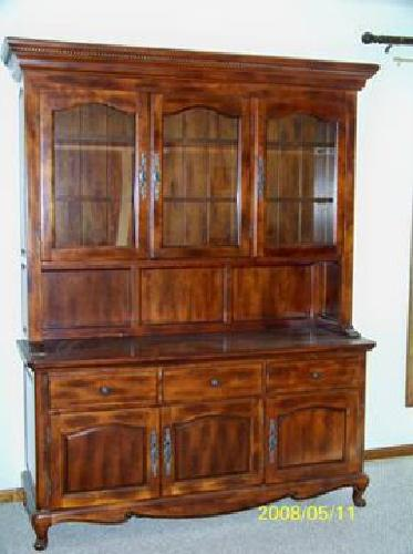 5 000 Woodleys Dining Hutch And Table With 6 Chairs