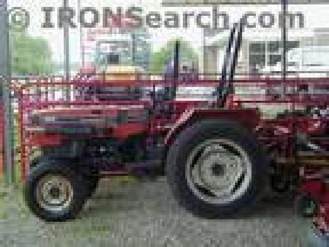 $5,250 1989 Case IH 245 Tractor Compact