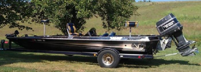 $5,500 OBO 20.5 ft 1993 Vision 200XT Bass Boat for Sale- Garage Kept - $5500 (Taylor County