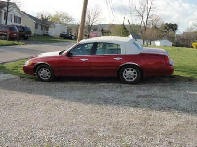 5 800 1998 Lincoln Town Car Signature Series Red W White Rag Top
