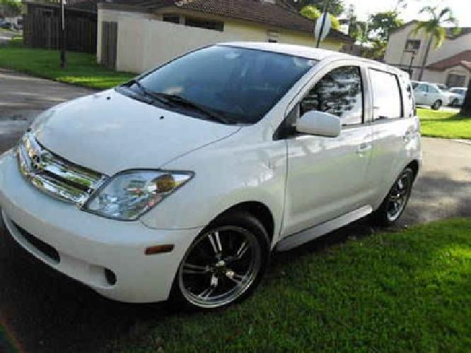 5 900 2004 toyota scion xa white with navigation for sale. Black Bedroom Furniture Sets. Home Design Ideas