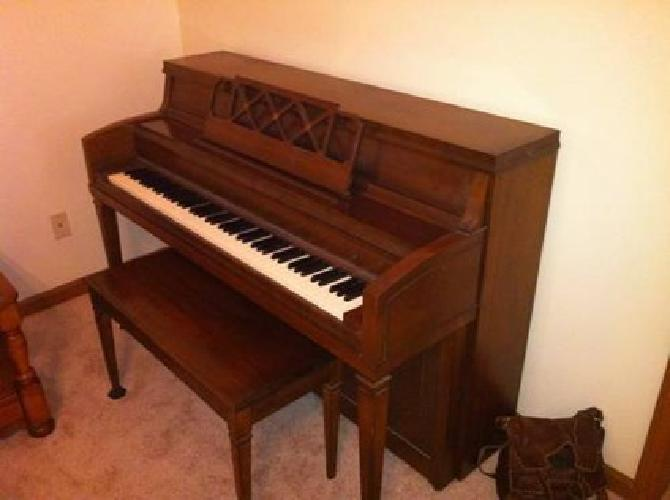 Piano spinet cable-nelson