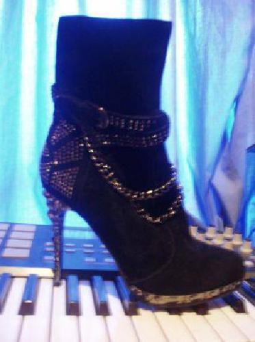 $60 Chained High Heels size 9 (NEW) Black