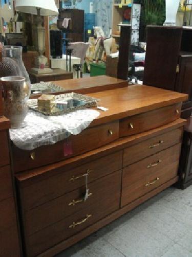 60 Vintage Bassett Dresser W Mirror For Sale In
