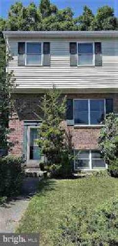 610 Eichelberger St Hanover Three BR, three level townhouse with