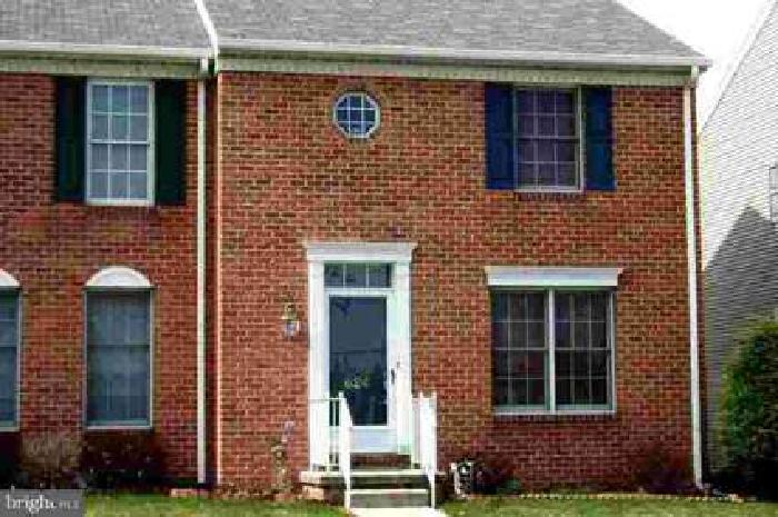 624 Eichelberger St Hanover Three BR, Like New 2 story townhouse