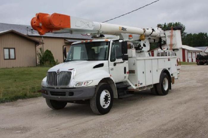 $64,000 Altec AM855-2003 International 4400 4x2 Bucket Truck