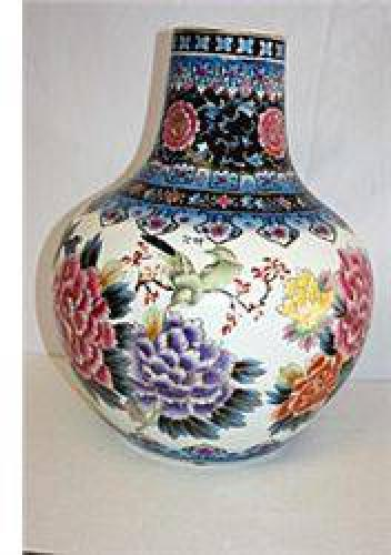$66 Fine Nippon Procelain Vase with Mural