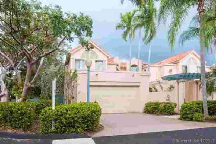6731 SW 88th Ter 6731 Pinecrest, lovely Three BR/Three BA townhome