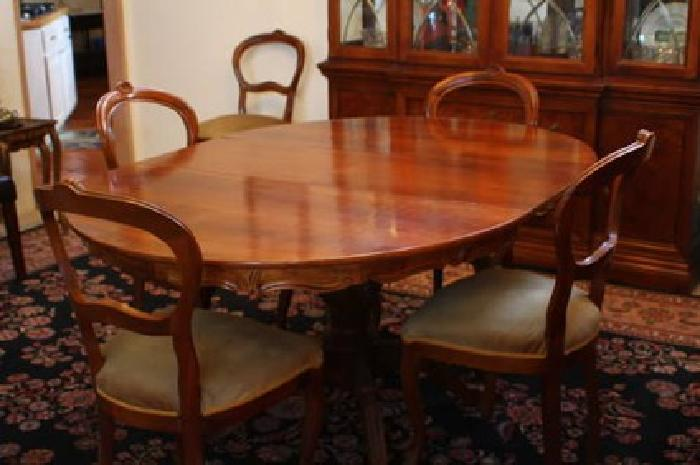 round carved wood single pedestal dining room table with six chairs