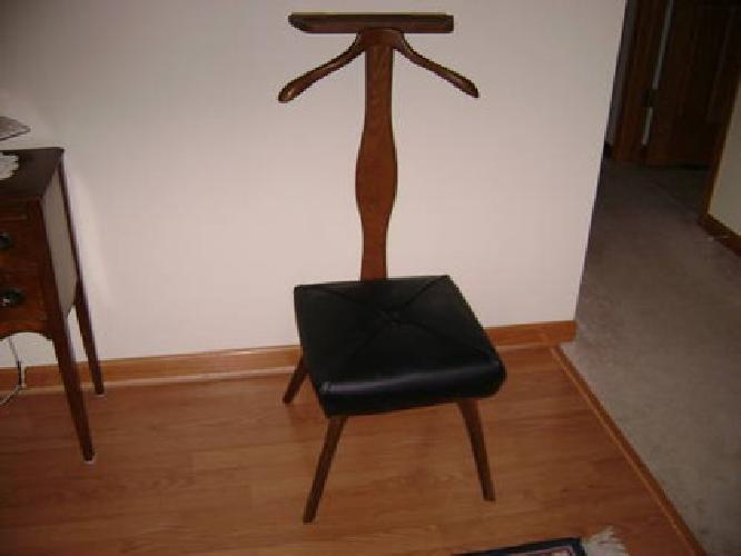 $69 Antique Gentelman's Valet Chair ( Setwell ) - $69 Antique Gentelman's Valet Chair ( Setwell ) For Sale In
