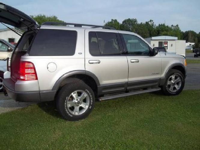$6,500 OBO 2004 ford explorer xlt