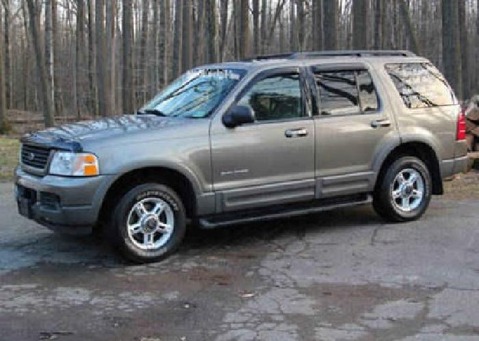 $6,795 2002 Ford Explorer XLT 4x4 Great Condition, 3rd Row, Hitch,Pwr Sunroof