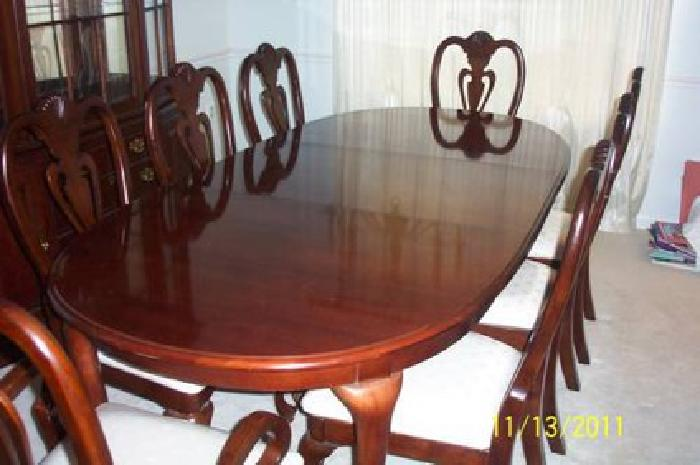 Delightful $700 Pennsylvania House Dining Room Table And 8 Chairs