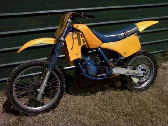 $725 1986 Suzuki Rm125 (Water Cooled 2 Stroke) Dirt Bike