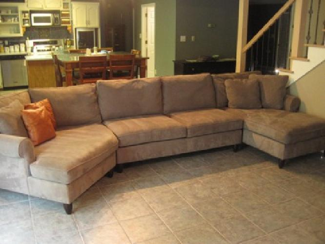 Havertys amalfi sectional pictures for Amalfi sectional sofa with cuddler