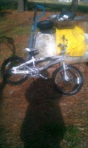 $75 20 inch Mongoose KO Freestyle bike (Centerton Ar.)