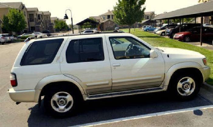 $7,000 2000 Infiniti QX4, Loaded - White/Gold - 150k miles