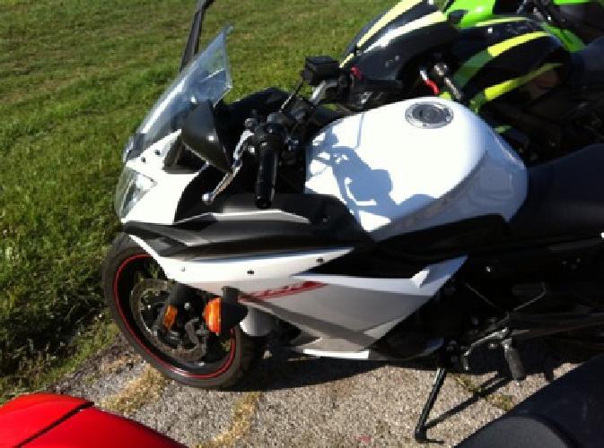 $7,000 2012 White Yamaha FZ6R