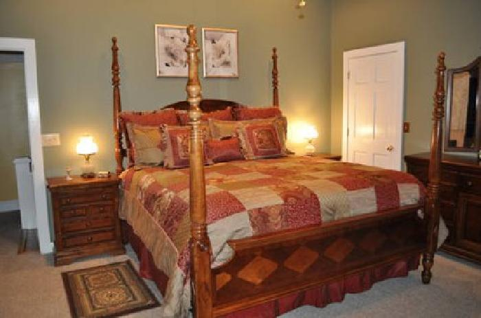 800 Alexander Julian King Poster Bed For Sale In East