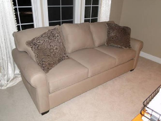 $800 Pottery Barn Buchanan Sofa   Brand New!