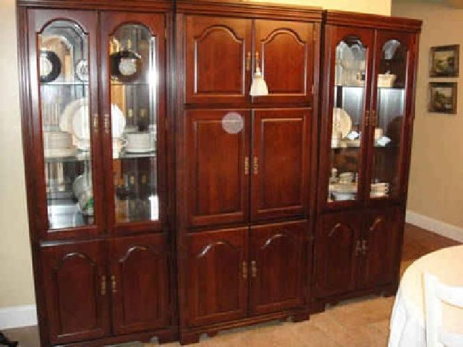 $800 Traditional Wall Unit for sale in Staten Island New