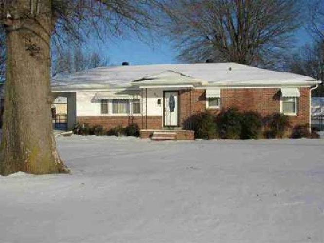 812 North 30th Ave Humboldt, Three BR/ 1.5 BA brick home