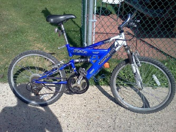 $85 Blue and Silver DXR Mongoose Mountain Bike 21 Speed