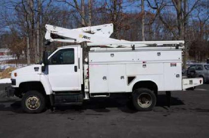 8632 - 2007 Gmc C5500 4x4; Altec 37' Bucket Utility Body Truck - under Cdl
