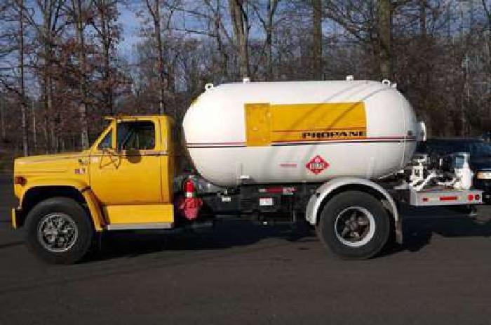 8731 - 1989 Gmc 7000; 1968 Beard Steel Propane Tanker Truck