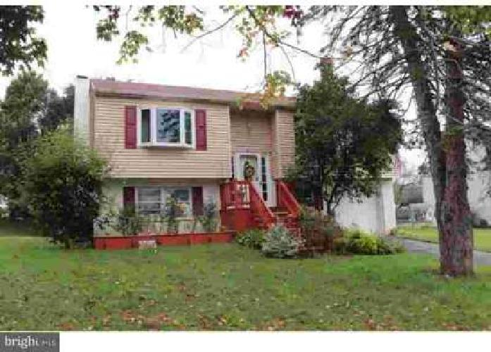 87 W Charles St Wernersville Four BR, Here is a nice home in