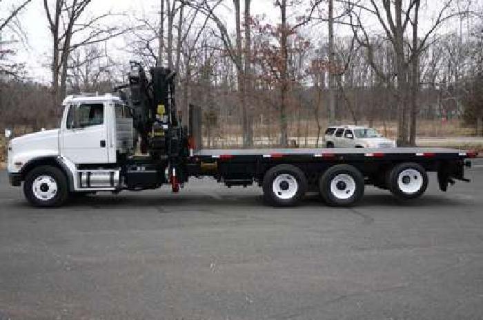 8940 - 2004 Freightliner Fl112; Hiab 300-4 Knuckleboom; 13 Ton